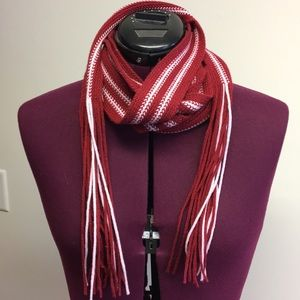 GAP knitted skinny scarf with fringe maroon